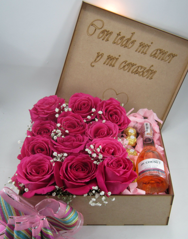 Caja de flores con chocolate y champa±a para Amor y Amistad