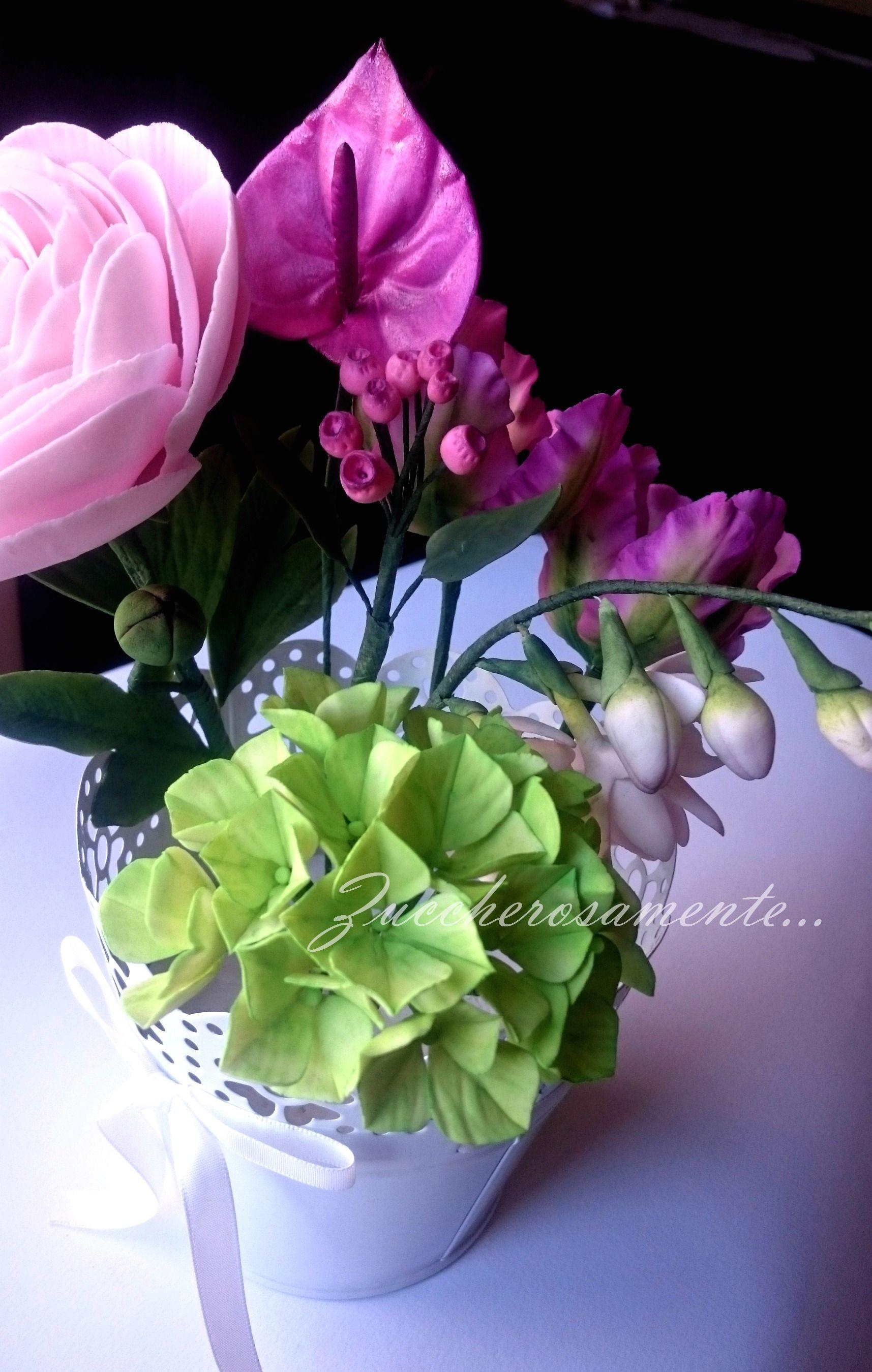 Sugar flowers ortensia fresia bacche tulipani e anthurium in gum paste