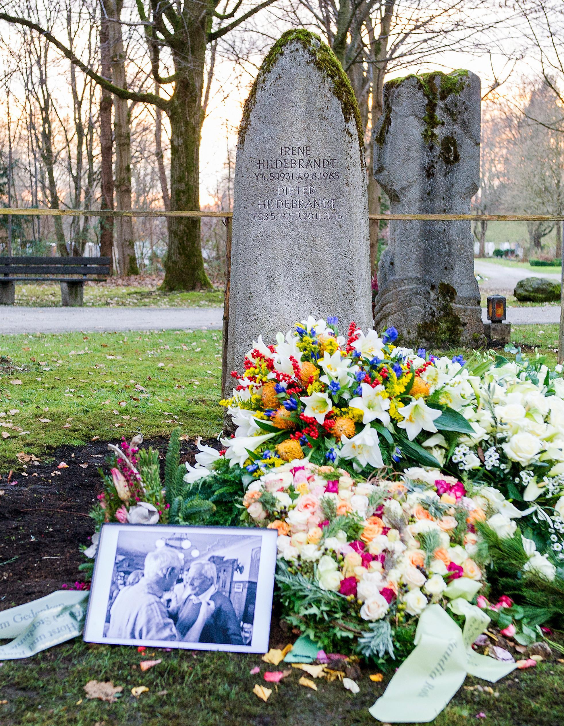 Grab von Dieter Hildebrandt in München Vorderseite