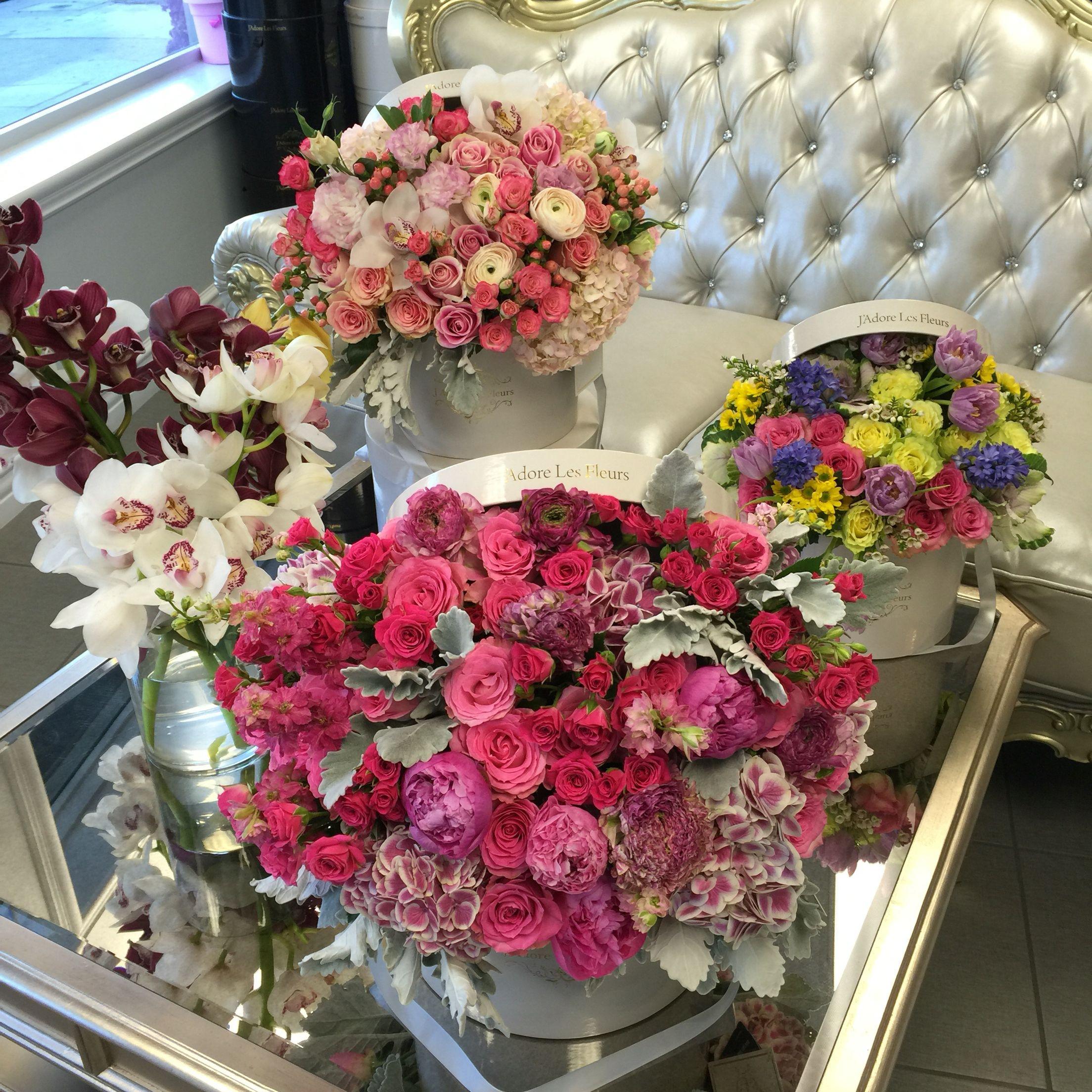 J Adore Les Fleurs arrangements