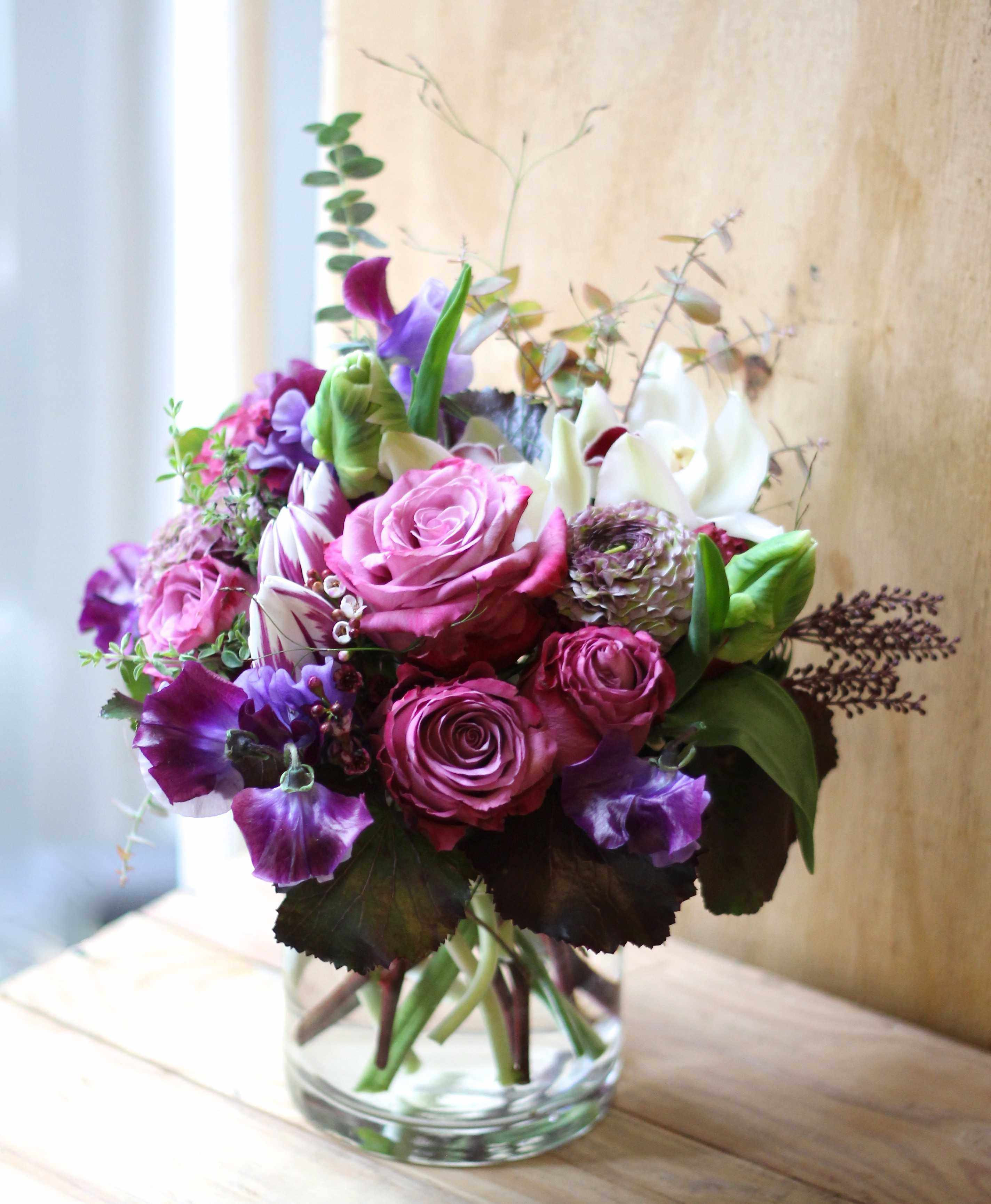 Best Flower Delivery New Flower Nyc Florist In Brooklyn Flower Delivery A Dozen Red Roses Is