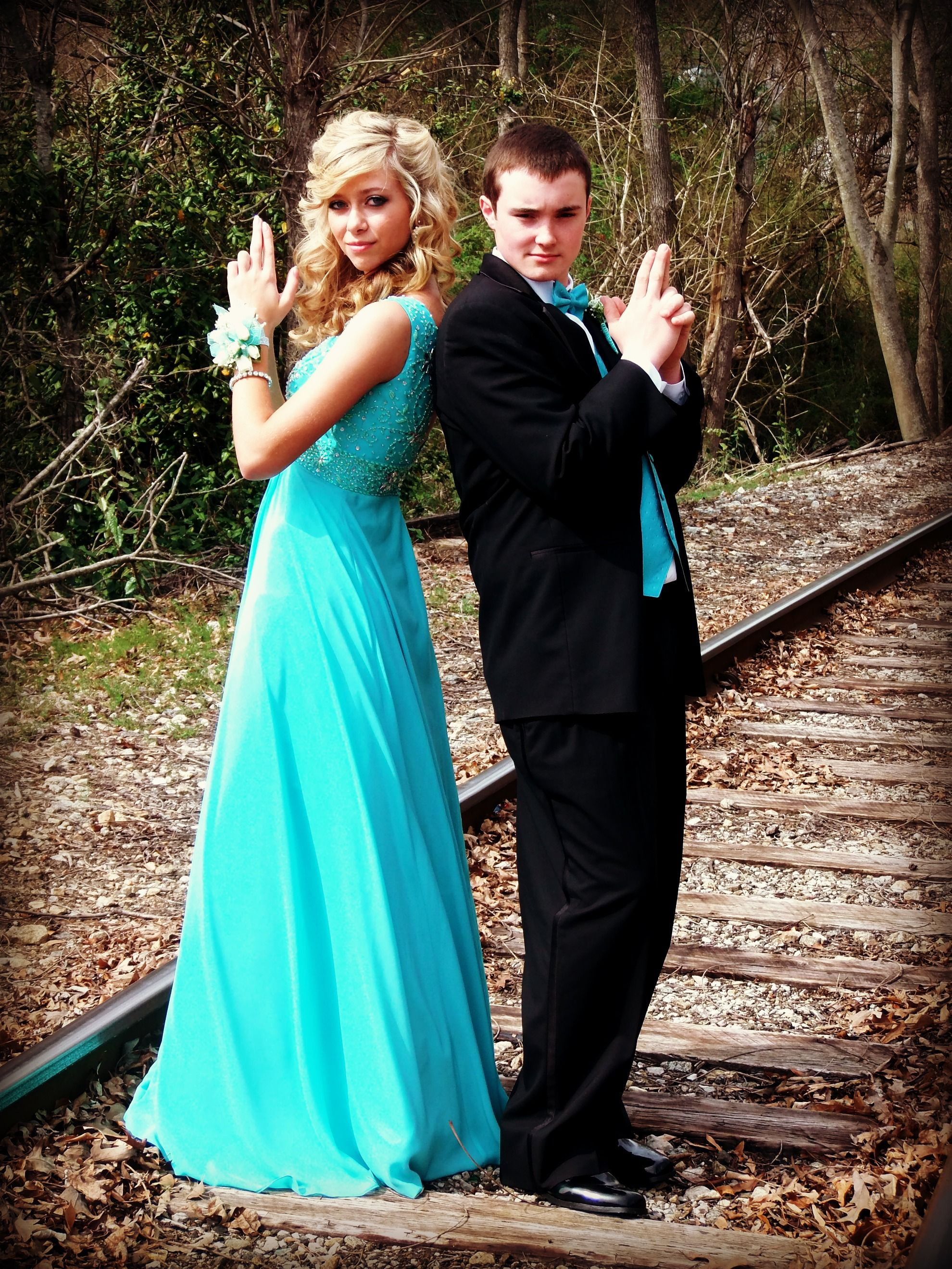 cute prom poses prom pictures