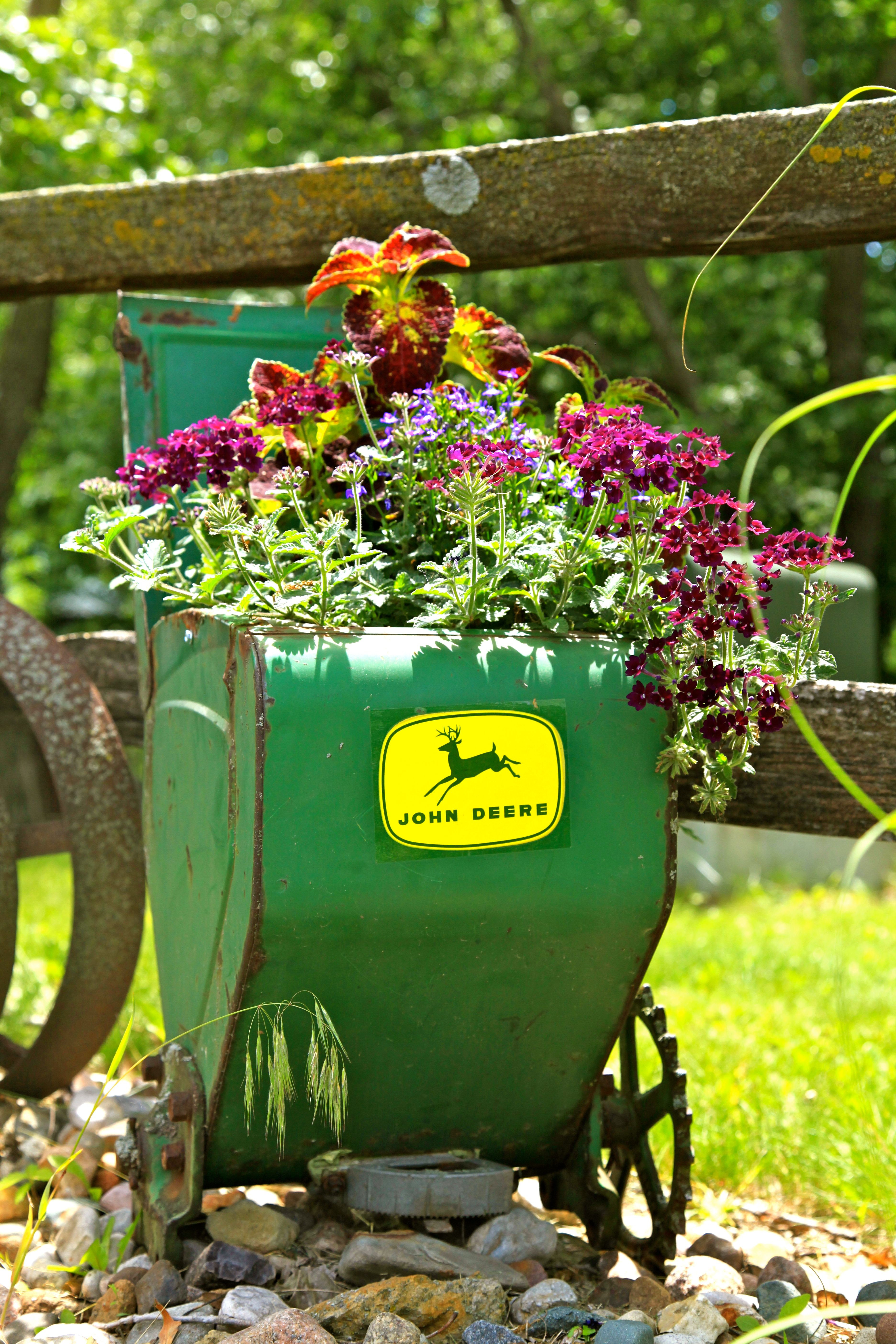 The best use of a John Deere planter Flower pots