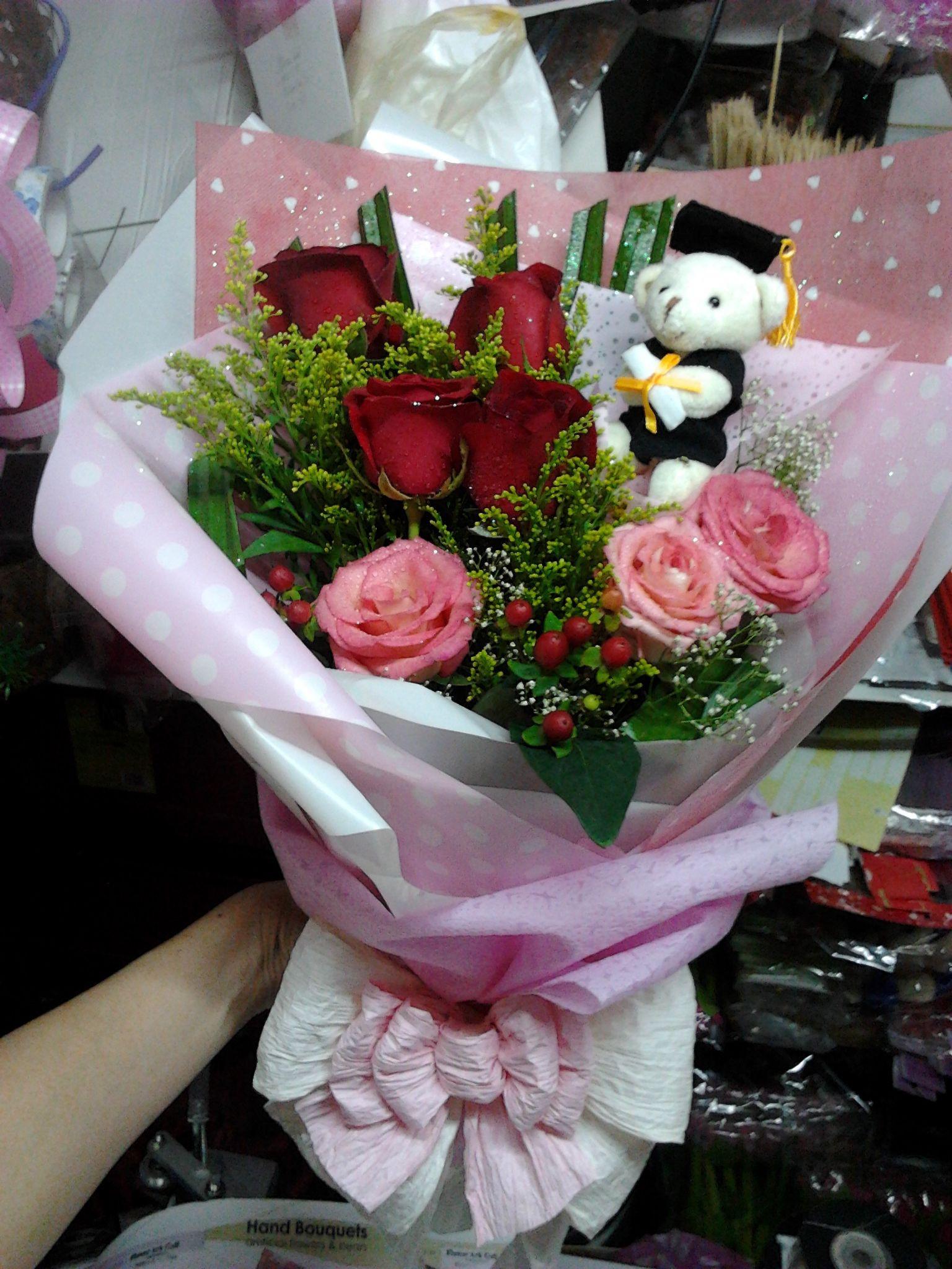 Penang Florist Free Delivery Penang Florist Bayan Lepas Graduation Hand Bouquet Flower Ark Gallery Annie Florist 013