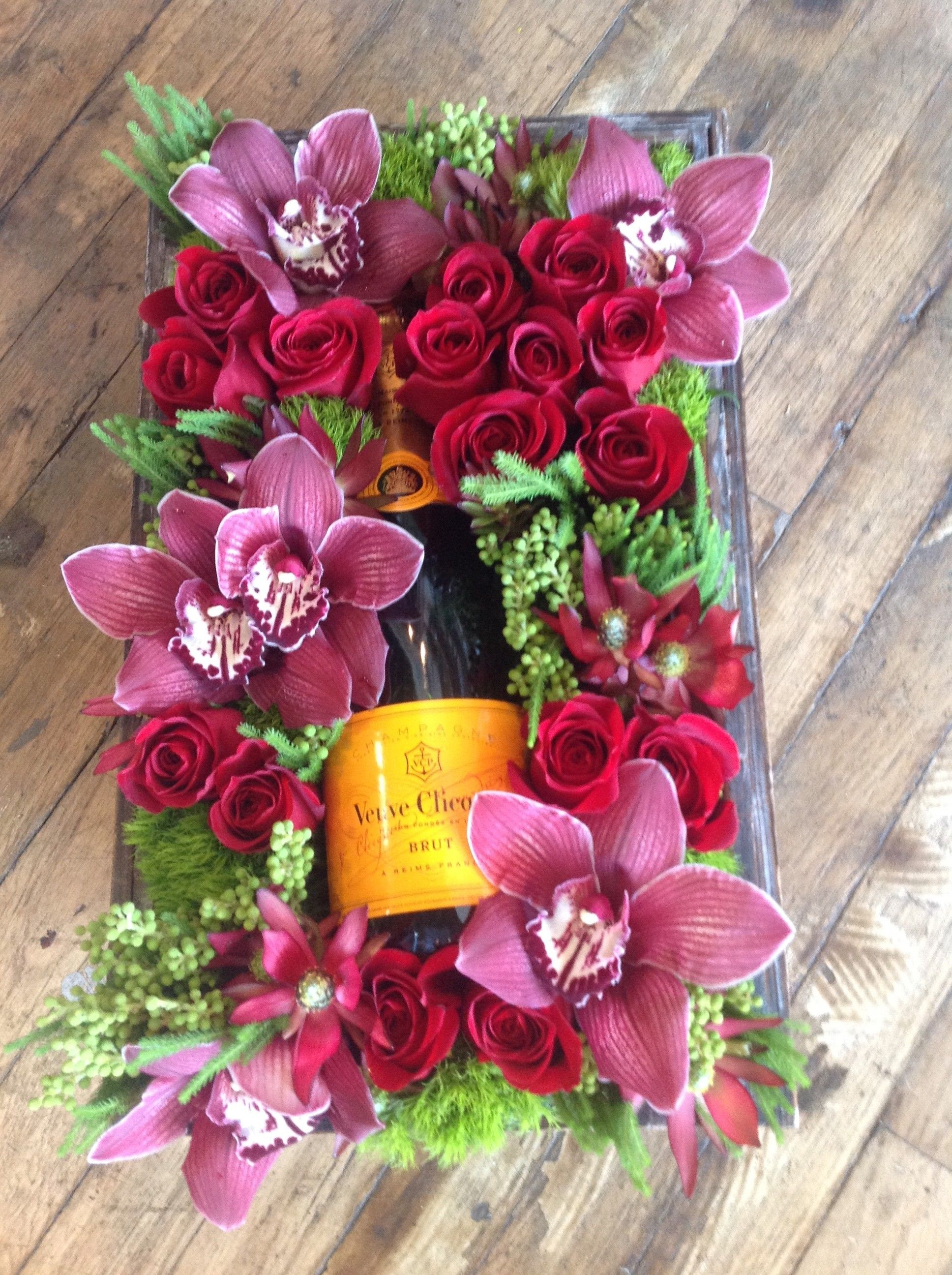 Send Bubbly & Bloom Gift Box in West Hollywood CA from Seed Floral the best florist in West Hollywood All flowers are hand delivered and same day