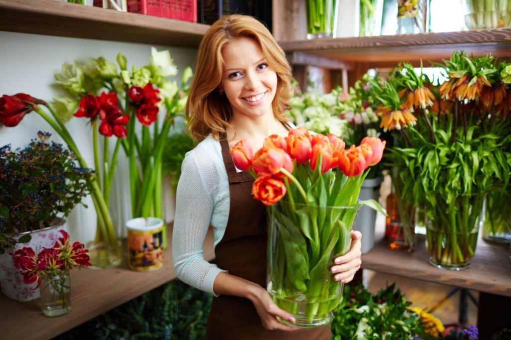Buy Fresh Cut Flowers And Pamper (Credibly.com)