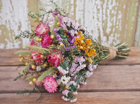 Spectacular Arrangements With Dried Flowers (Pinterest)