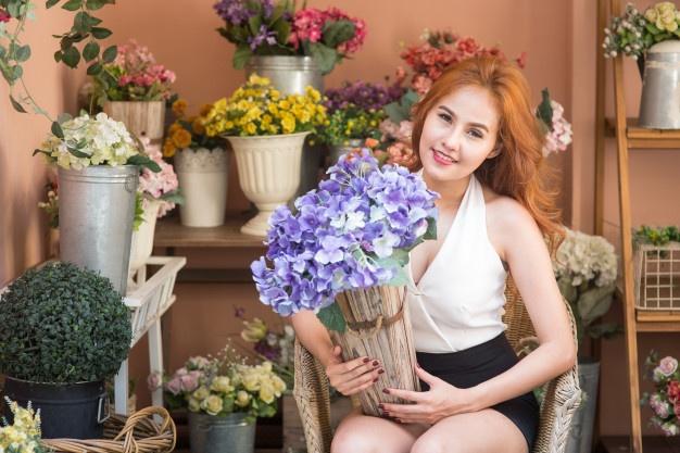 smiling-woman-florist-holding-bouquet-small-business-flower-shop_freepik.com